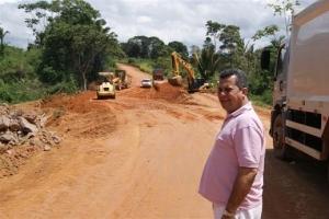 Deputado Baiano Filho vistoria pavimentação da BR-163
